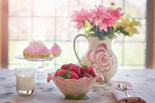strawberries-in-bowl-783351_640