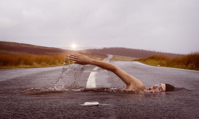 swimmer-1678307_640