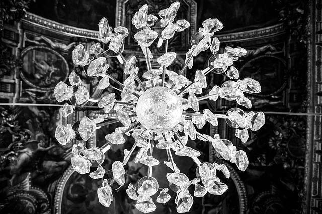 chandelier-203510_640