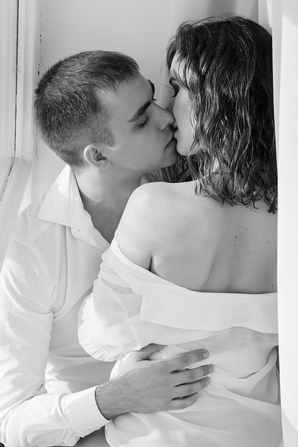 kiss-1858088_640