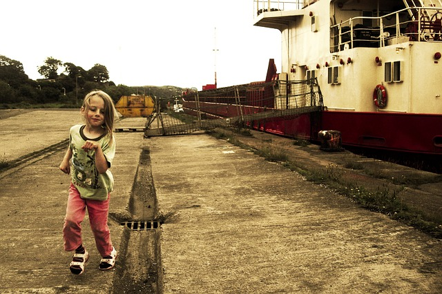 child-running-954502_640