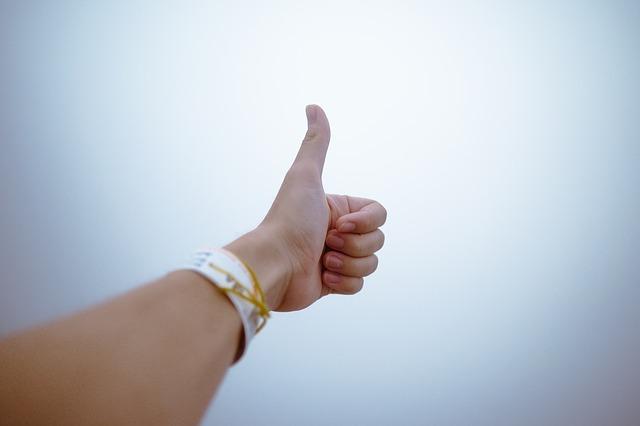 fingers-1867478_640