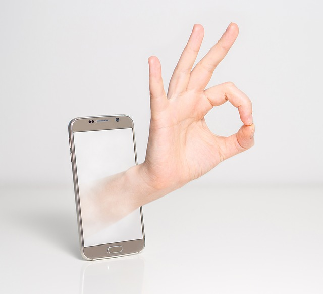 fingers-1999781_640