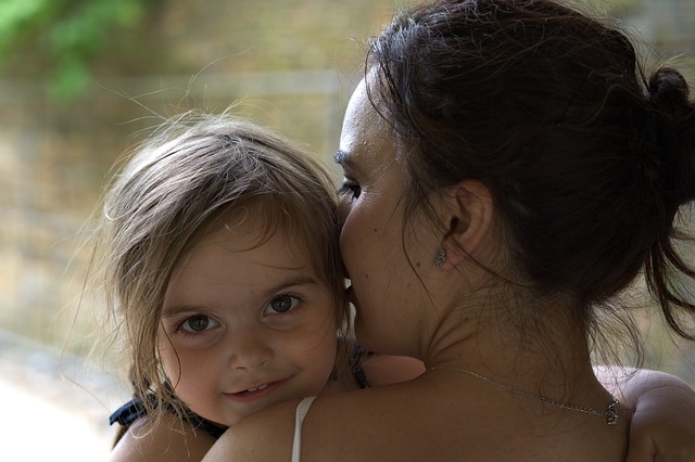 child-and-mom-2356369_640