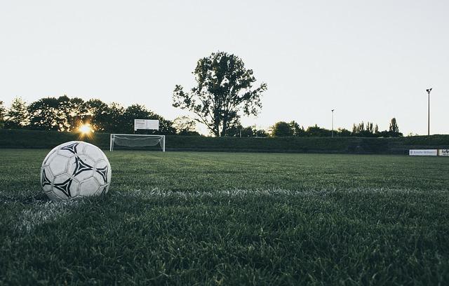 football-1486353_640