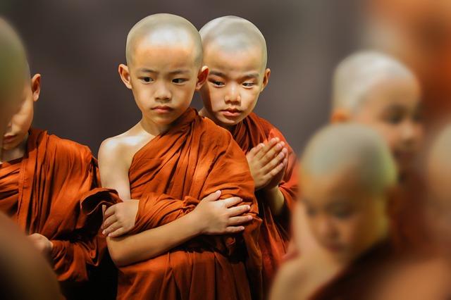 theravada-buddhism-1802873_640