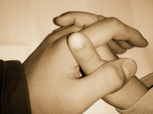hands-1898578_640