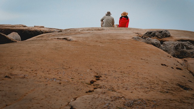 couple-on-rock-3517161_640