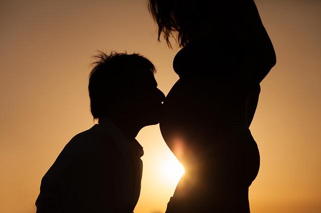 pregnancy-2221960_640