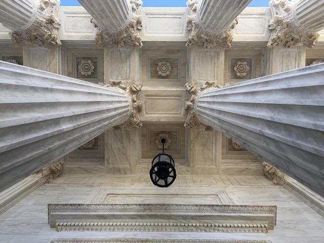 column-1786324_640