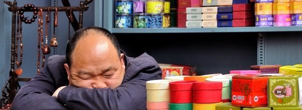 親の影響をもろに受ける!食事中のスマホ操作は子供をダメな大人にする