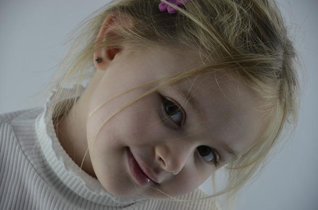 girl-1532527_640