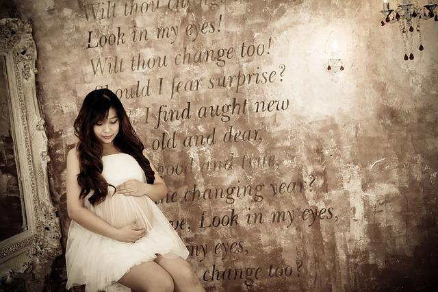 pregnant-women-1546905_640