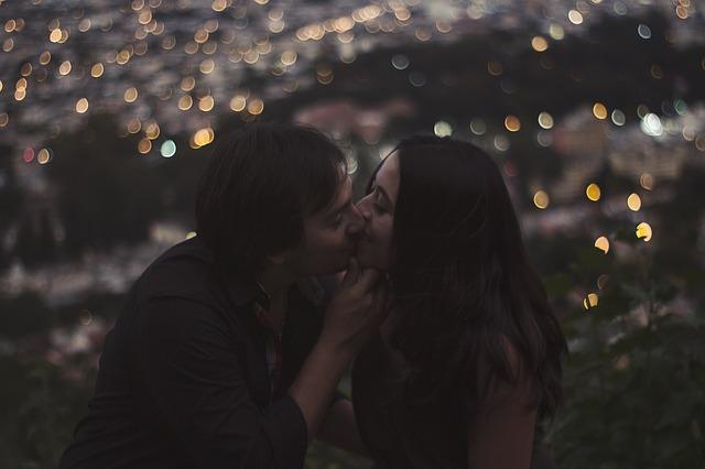 kiss-1934856_640