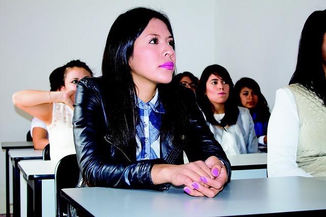 student-2104585_640