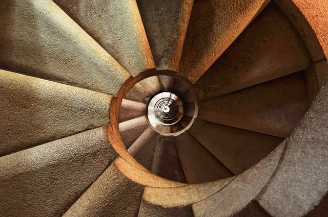 staircase-600468_640
