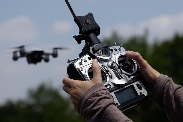 drone-2676000_640