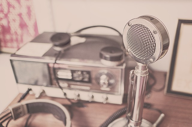 microphone-2627991_640
