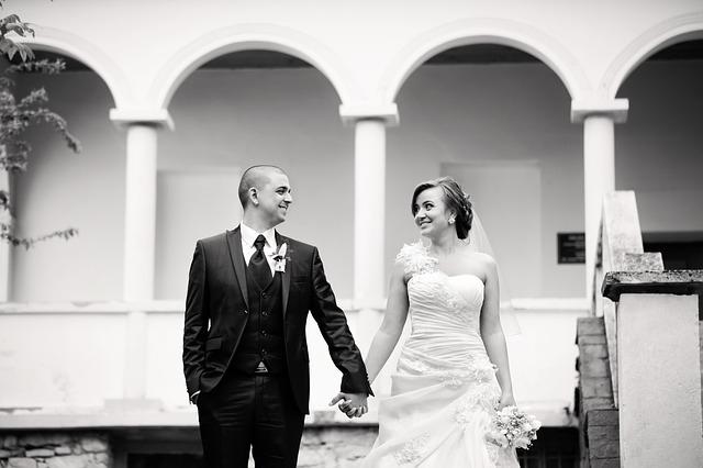newlyweds-608781_640